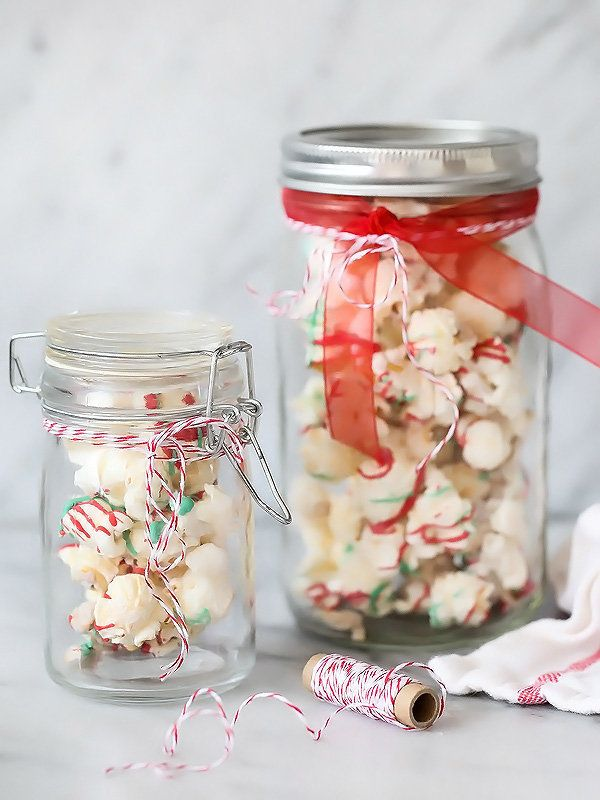 "<strong>Get the <a href=""http://www.foodiecrush.com/white-chocolate-peppermint-popcorn-and-cashews/"">White Chocolate Peppermi"