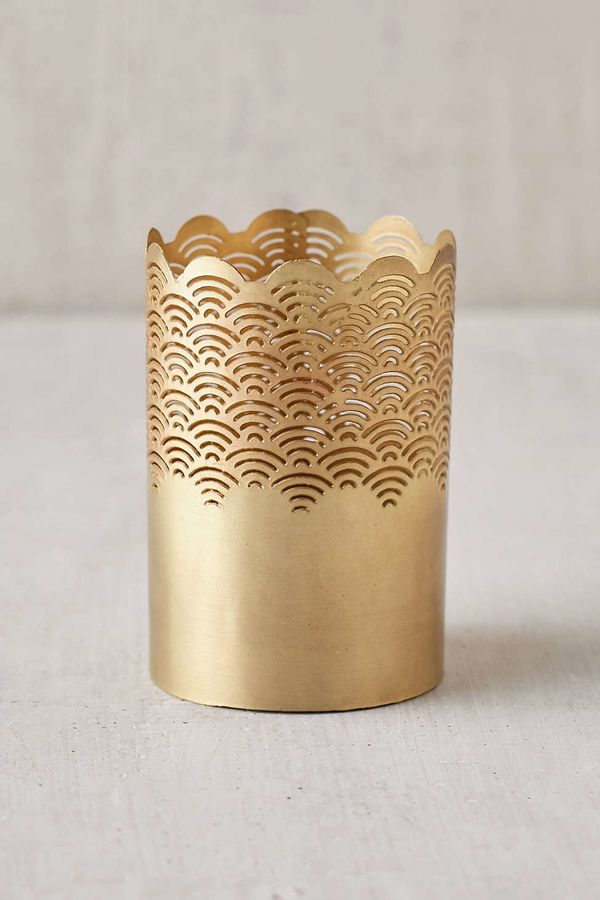 "Scalloped Makeup Cup, $10 at <a href=""http://www.urbanoutfitters.com/urban/catalog/productdetail.jsp?id=37429024&category"