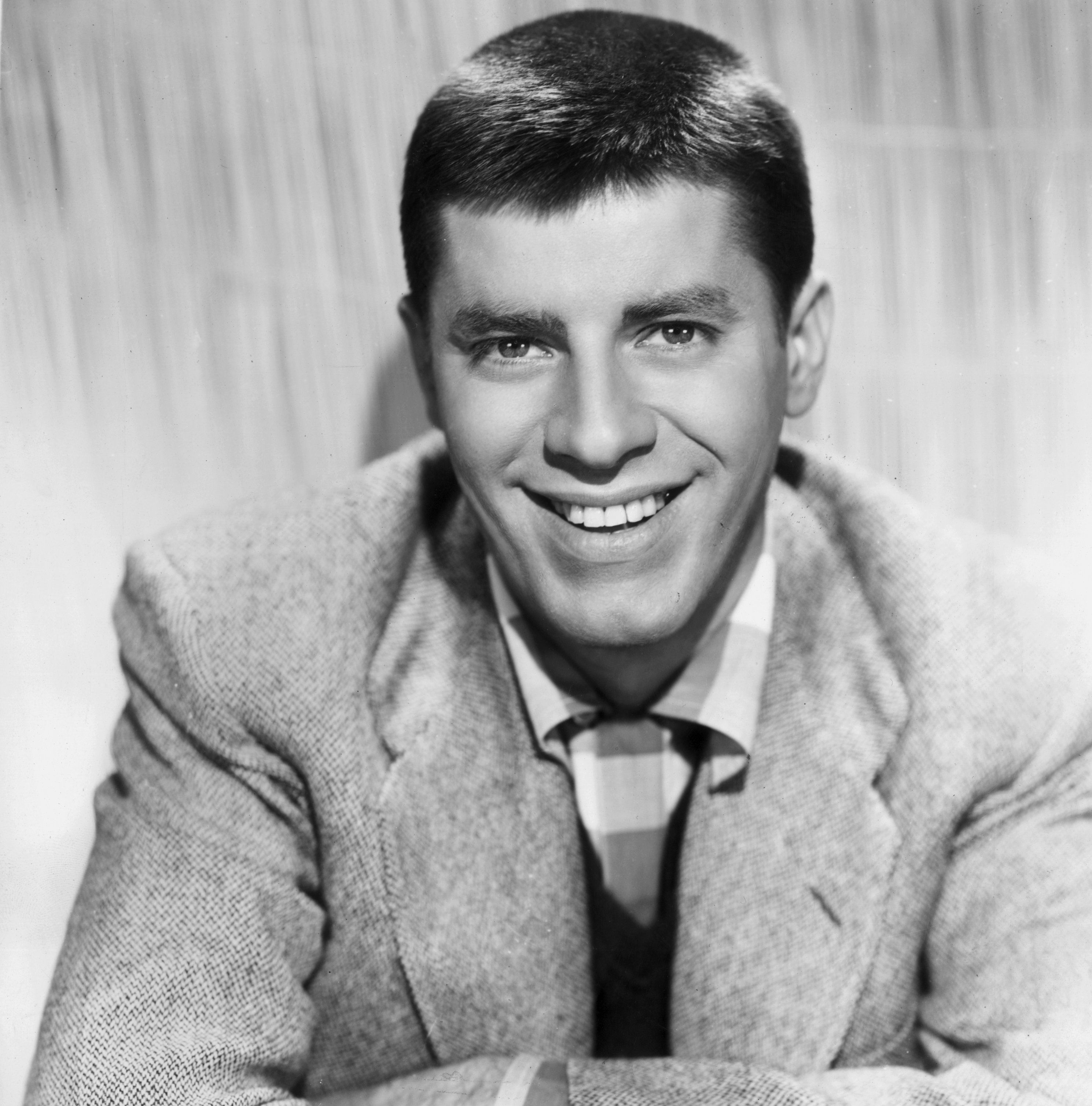 1952:  American actor and comedian Jerry Lewis.  (Photo by Paramount Pictures/Getty Images)