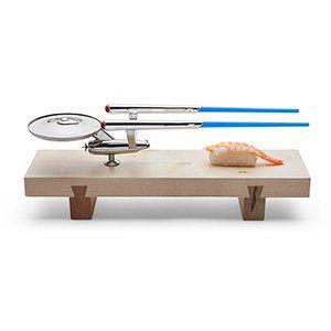 "Star Trek U.S.S. Enterprise sushi set, <a href=""http://www.thinkgeek.com/product/f375/"">$34.99</a>, ThinkGeek"