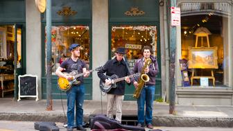 UNITED STATES - NOVEMBER 12: Jazz musicians saxophonist and guitarist in live busking performance on street corner in French Quarter, New Orleans, USA (Photo by Tim Graham/Getty Images)