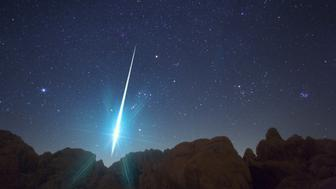 VICTORVILLE, USA - DECEMBER 14: This incredible picture shows a huge meteor hurtling to earth during the annual Geminid meteor shower on December 14, 2009. Taken from the Mojave Desert area near Victorville under a very dark and mostly clear sky, astro-photogrpaher Wally Pacholka captured this amazing picture during the annual cosmic fireworks show. The meteor shower has been growing in intensity in recent decades and was an even better holiday treat than usual this year with it falling in a nearly moonless week. Featuring as many as 140 shooting stars per hour, the Geminid show took place between Sunday evening and Monday morning. (Photo by Wally Pacholka / Barcroft Media / Getty Images)