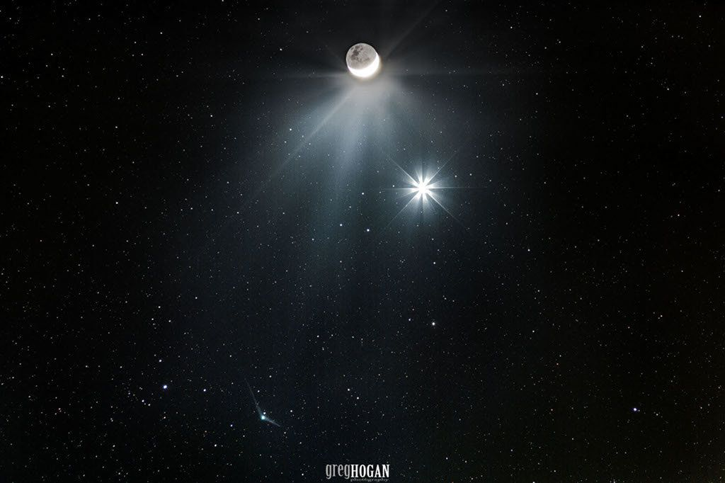 A comet meets the moon and the morning star in the spectacular shot