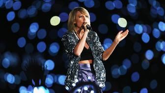 SYDNEY, AUSTRALIA - NOVEMBER 28:  Taylor Swift performs during her '1989' World Tour at ANZ Stadium on November 28, 2015 in Sydney, Australia.  (Photo by Don Arnold/WireImage)