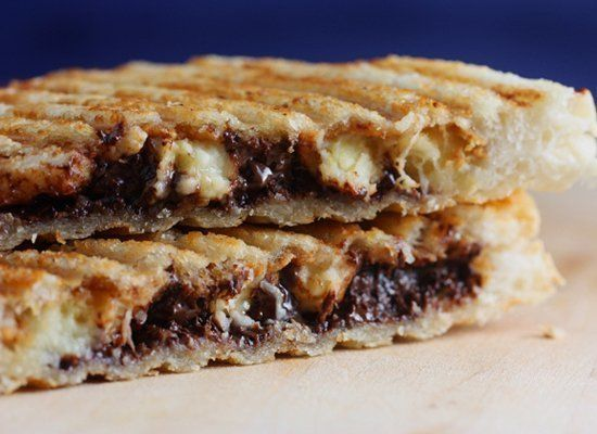 "<strong>Get the <a href=""http://www.sophistimom.com/secret-sandwich/"" target=""_hplink"">Peanut Butter, Banana And Chocolate Sa"