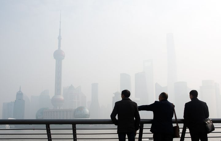 Smog in Chinese metropolis Shanghai hit its highest level since January on Tuesday.