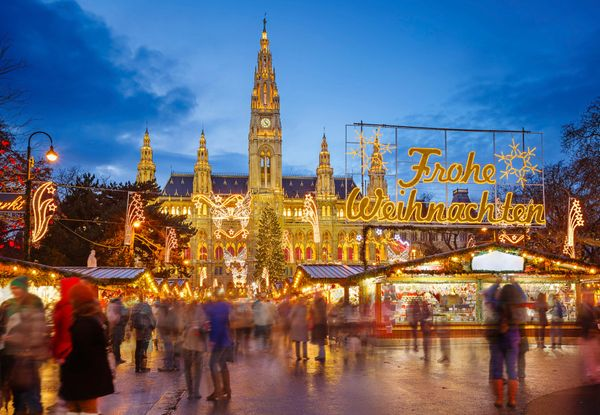 """Christmas markets <a href=""""http://www.austria.info/uk/things-to-do/skiing-and-winter/christmas-markets/christmas-markets-in-v"""