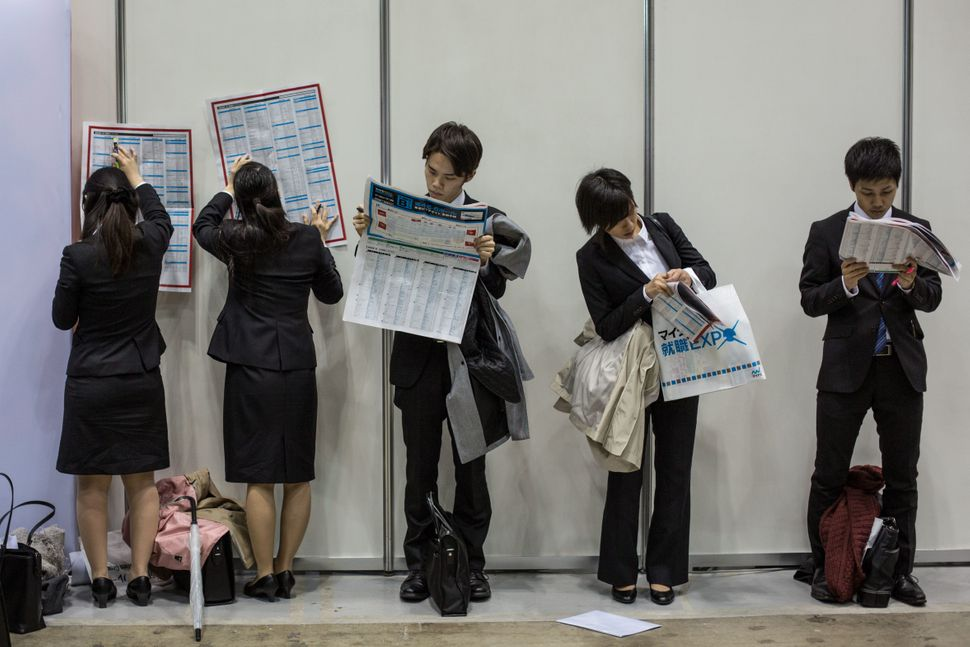 College students attend the Mynavi Shushoku job fair in Tokyo on March 8.