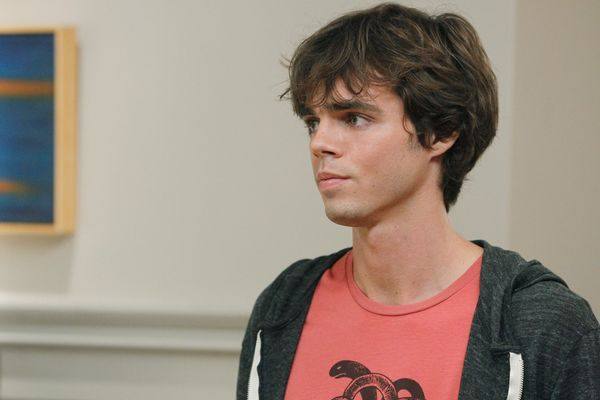 "The ""Modern Family"" star <a href=""http://www.huffingtonpost.com/entry/reid-ewing-confirms-hes-gay-in-a-totally-nonchalant-way"