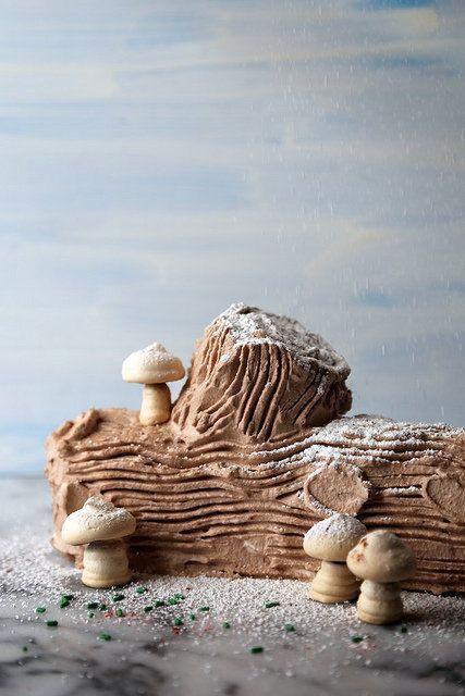 "<strong>Get the <a href=""http://joythebaker.com/2013/12/chocolate-peppermint-icebox-yule-log-cake/"" target=""_blank"">Chocolate"