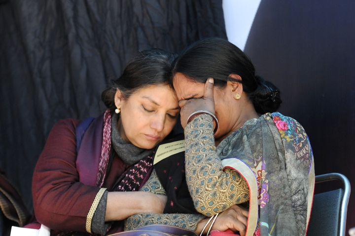 Actress Shabana Azmi consoles Jyoti Singh's mother on the third anniversary of Singh's attack. Singh's fa