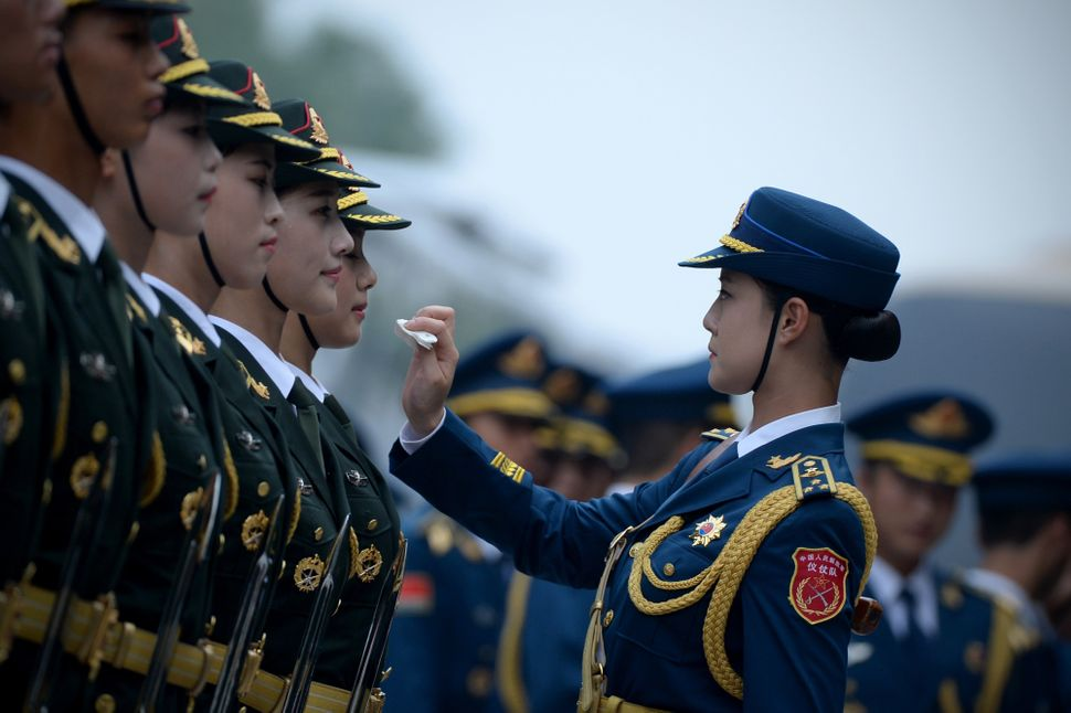 "Chinese honor guards prepare for the arrival of <a href=""http://news.xinhuanet.com/english/2015-07/21/c_134433597.htm"">New Ze"