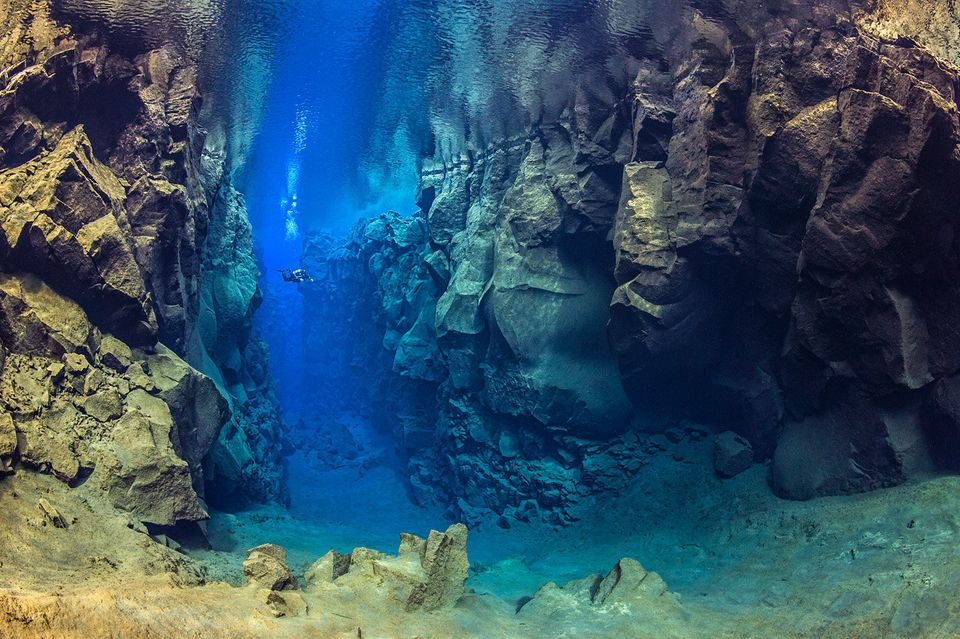This Is What It Looks Like To Dive Between Continents