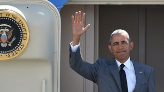 US President Barack Obama waves upon his arrival at the international airport to attend the Asia-Pacific Economic Cooperation (APEC) Summit in Manila on November 17, 2015. Asia-Pacific leaders arrive in the Philippines on November 17 for a summit meant to foster trade unity but with terrorism and territorial rows in focus.    AFP PHOTO / PHILIPPE LOPEZ        (Photo credit should read PHILIPPE LOPEZ/AFP/Getty Images)