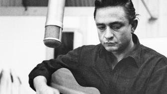 CIRCA 1960:  Country singer/songwriter Johnny Cash records in the studio in circa 1960. (Photo by Michael Ochs Archives/Getty Images)