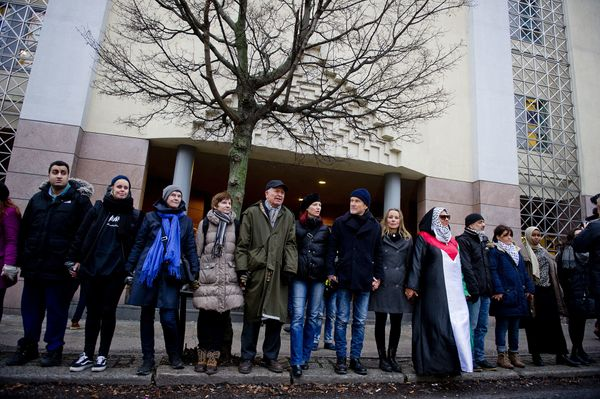 """After a synagogue was attacked in Denmark in February, more than 1,000 Muslims <a href=""""http://www.huffingtonpost.com/2015/02"""