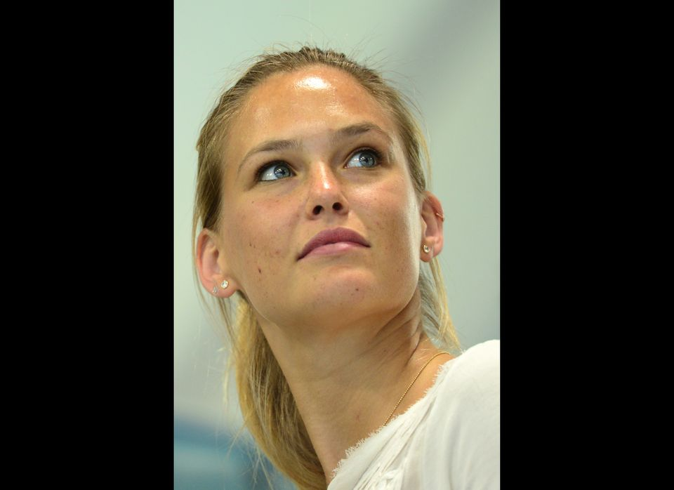 La modelo israelí Bar Refaeli desde los juegos olímpicos de Londres 2012. (August 1, 2012). (Photo credit should read MARTIN