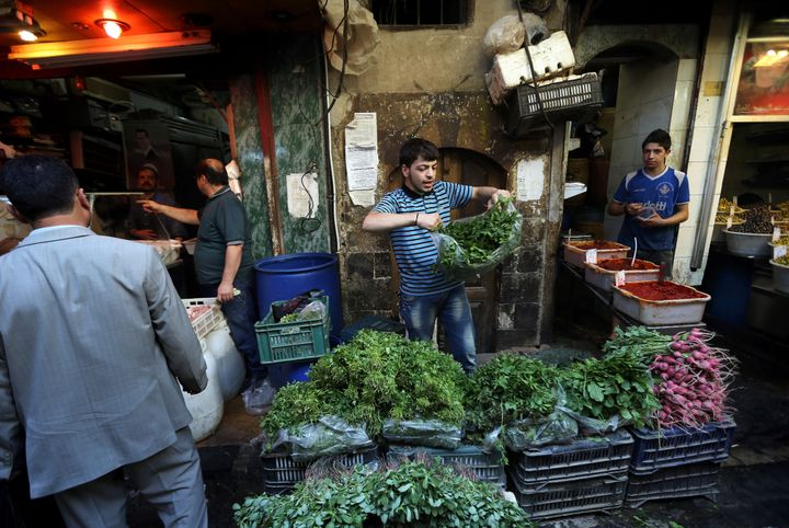 Vegetables in blockaded areas are in short supply, and those that are available are sold at skyrocketed prices.
