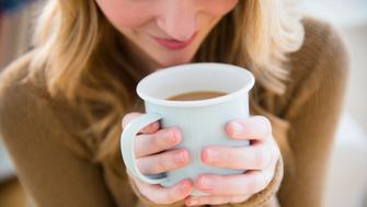 USA, New Jersey, Jersey City, Woman holding coffee mug