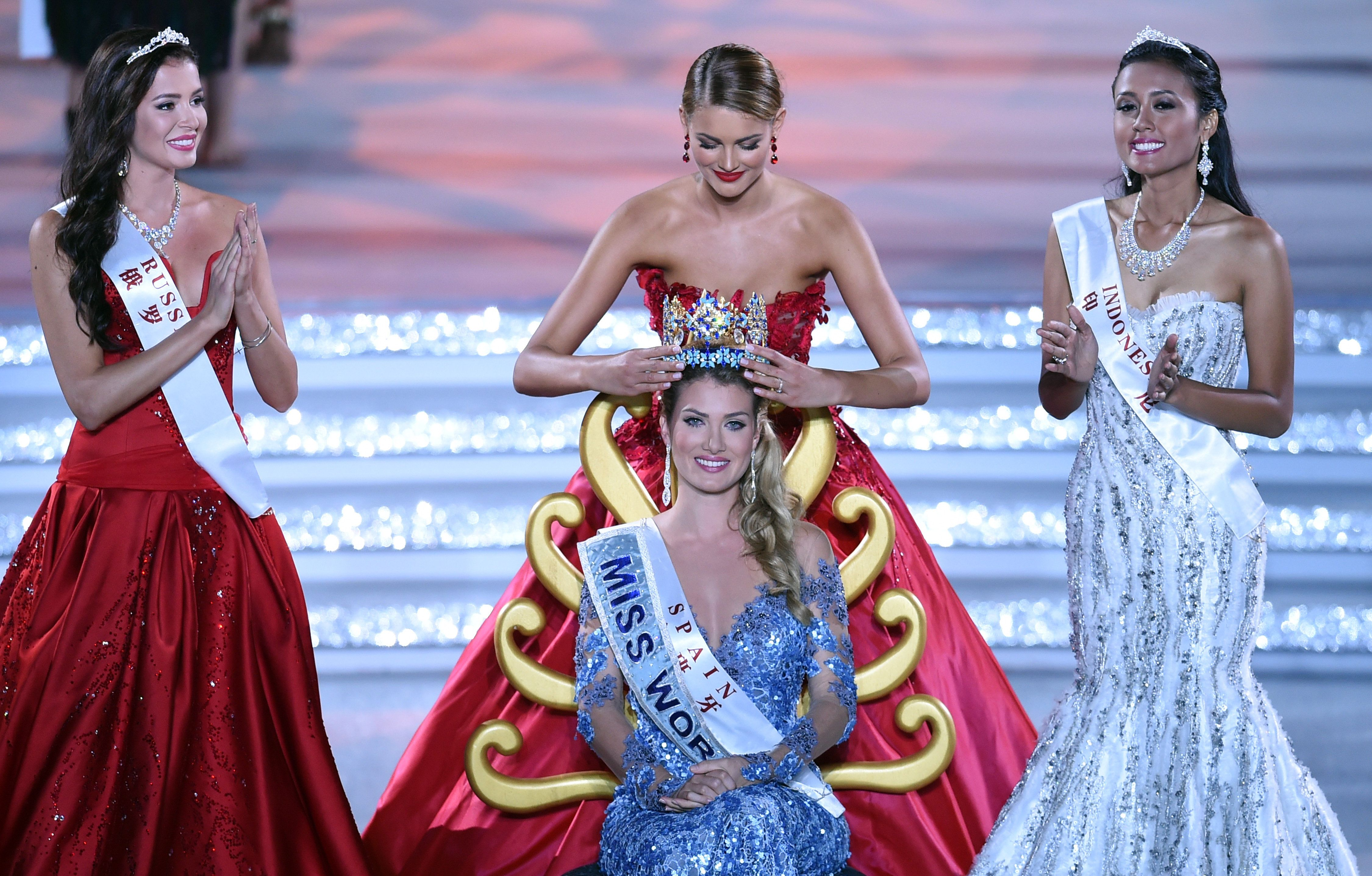 Mireia Lalaguna Rozo of Spain is crowned by former Miss World Rolene Strauss after winning the new title at the Miss World Gr