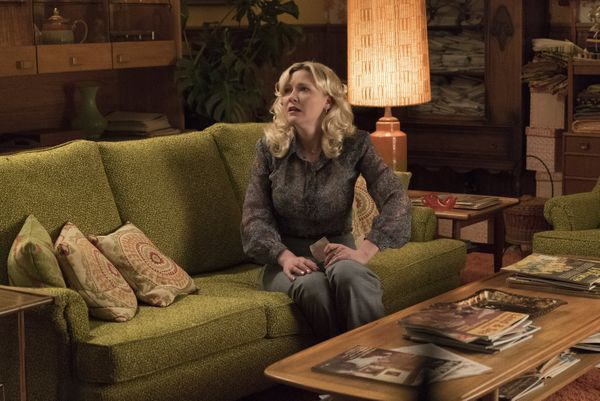 As a 1979 Midwestern beautician seeking enlightenment while evading the law, Kirsten Dunst submitted career-best work.&n