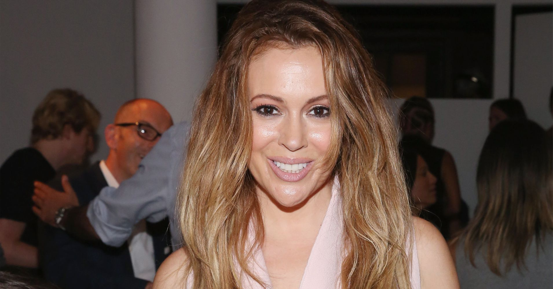 Alyssa Milano Debuts A New Playful Pixie Cut Huffpost Life