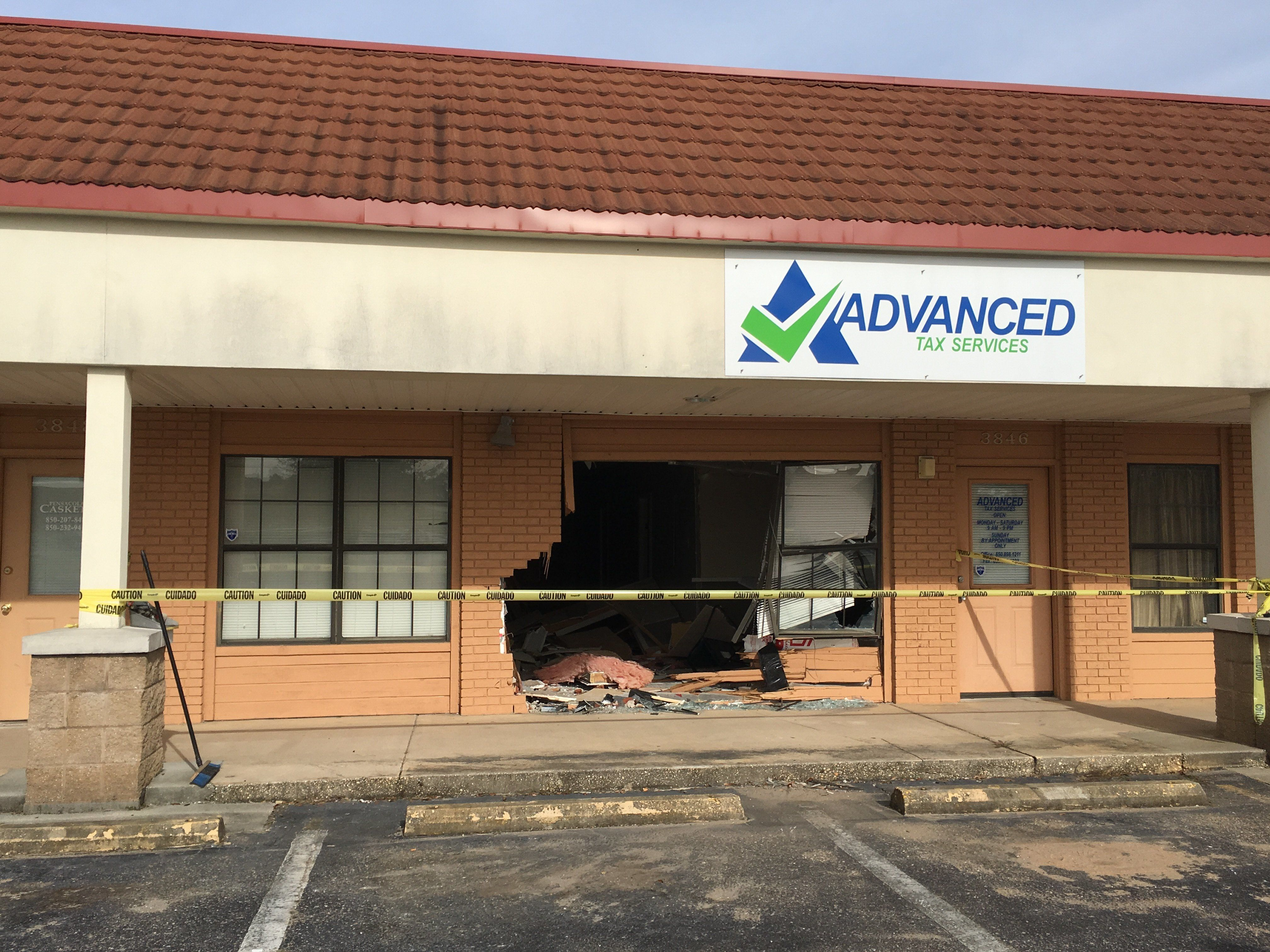 Police say aTennessee man drove his car straight through a Florida business, later telling officers that he was trying