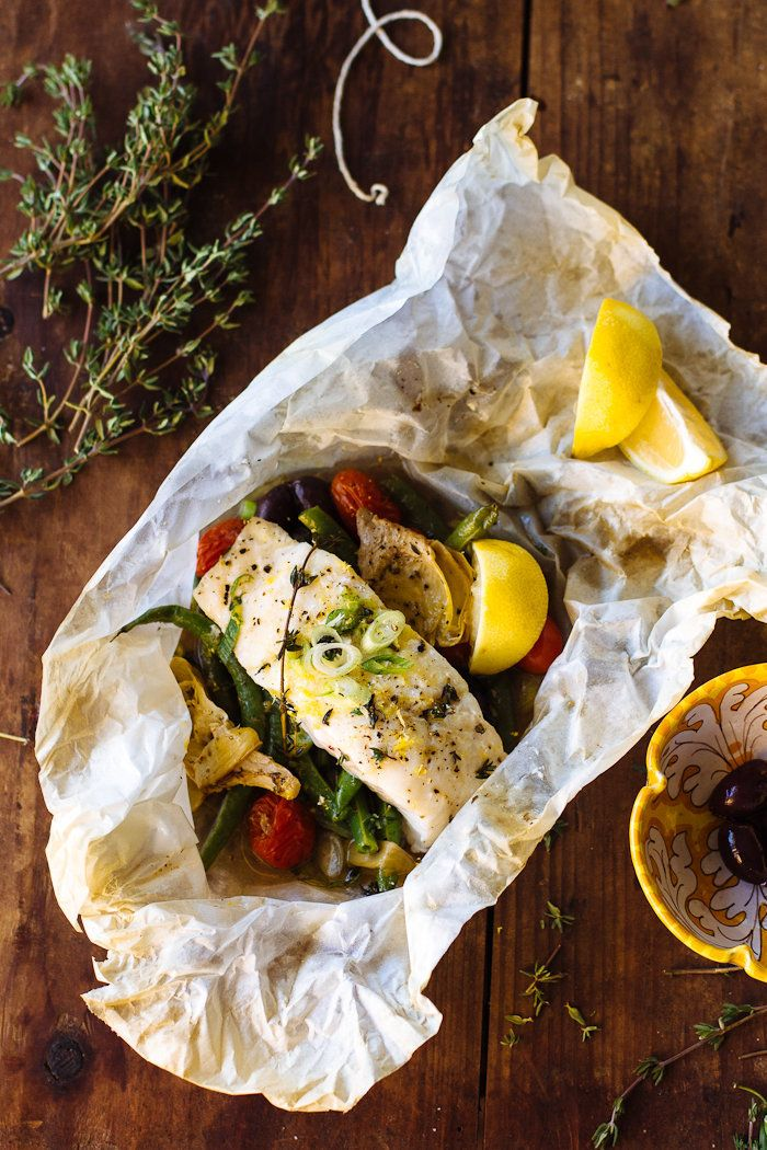 "<strong>Get the <a href=""http://www.theclevercarrot.com/2015/11/a-non-traditional-thanksgiving-feast-baked-fish-in-parchment/"