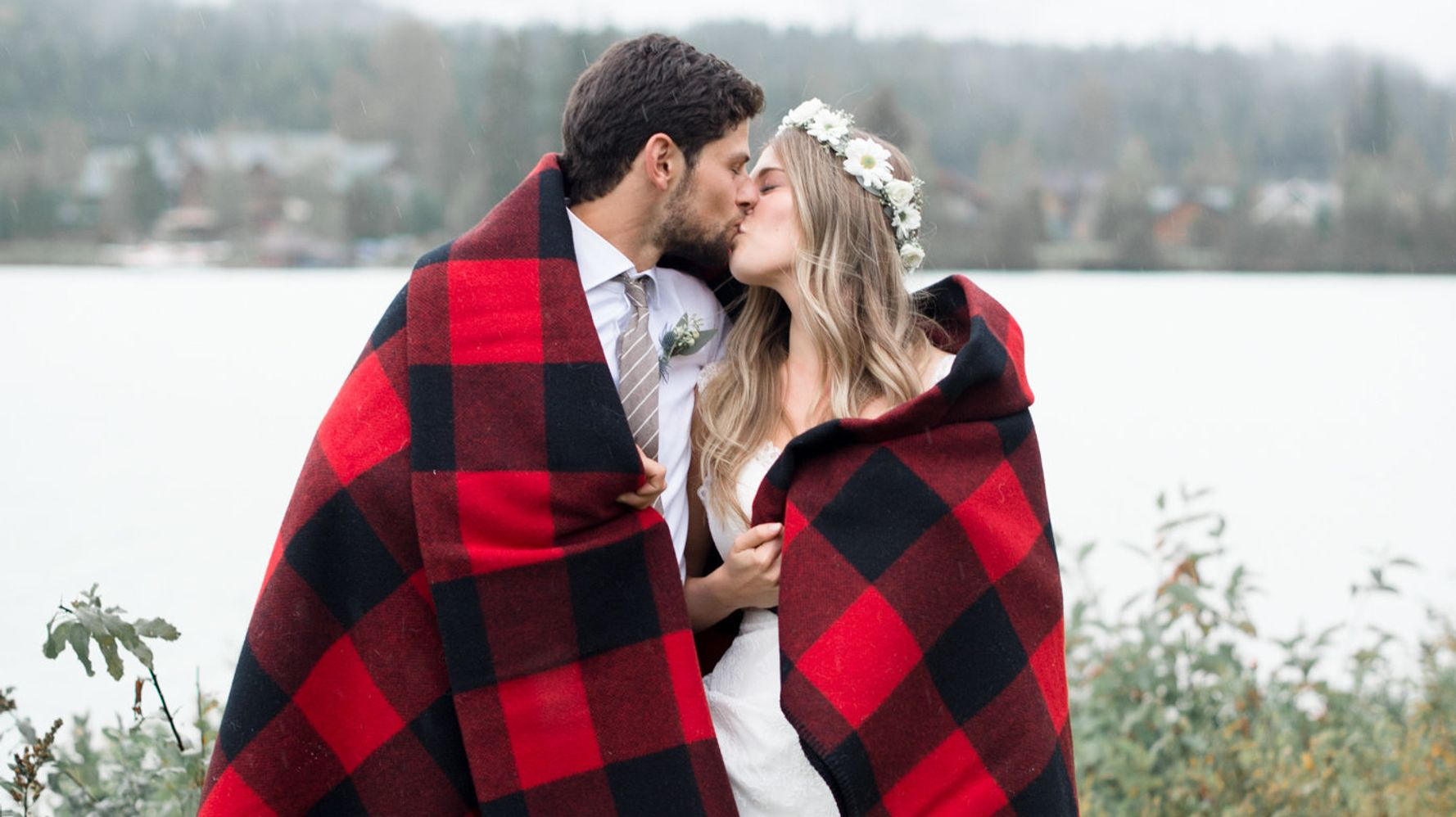 15 Festive Ideas For A Cozy Christmas Wedding