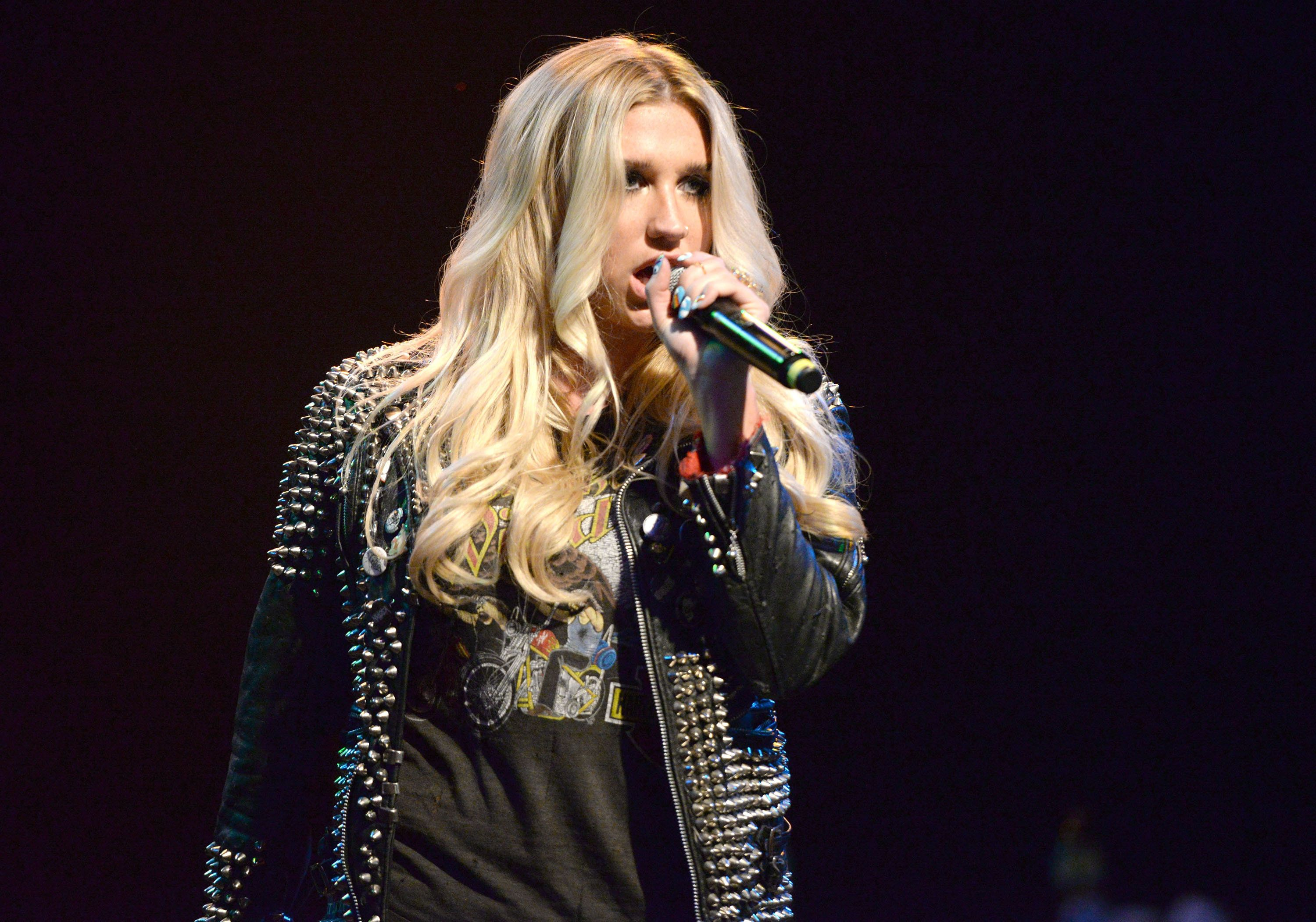 LOS ANGELES, CA - NOVEMBER 03:  Singer Kesha performs onstage with the Hellcat Saints during Rhonda's Kiss Benefit Concert at the El Rey Theatre on November 3, 2015 in Los Angeles, California.  (Photo by Scott Dudelson/Getty Images)