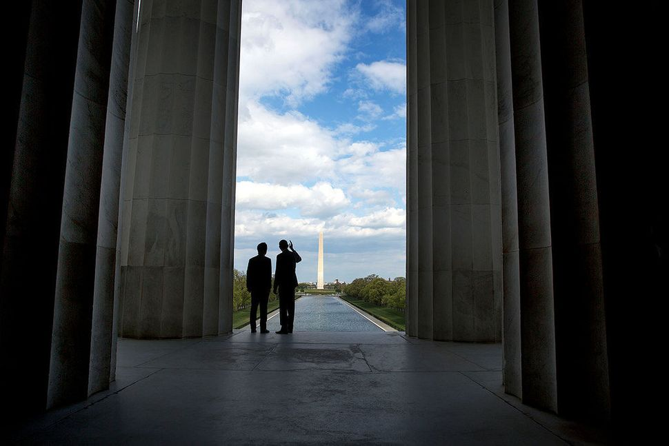 President Barack Obama and Prime Minister Shinzo Abe of Japan look toward the Washington Monument during a visit to the Linco