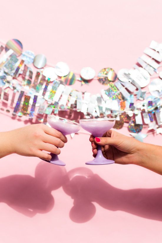"""Learn how to DIY this holographic NYE garland at <a href=""""http://www.papernstitchblog.com/2015/12/14/holographic-new-years-eve-garland-diy-and-photo-booth-backdrop/"""" target=""""_blank"""">Paper &amp; Stitch</a>.&nbsp;"""