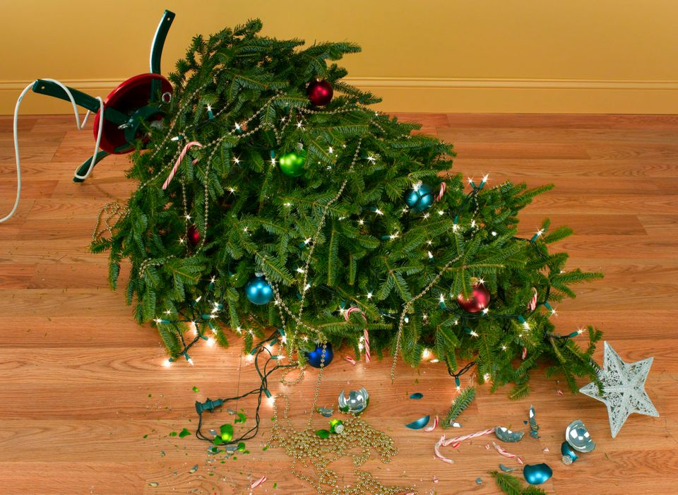 Jeffrey Coolidge - You REALLY Need To Toss These 6 Christmas Decorations. It's Time