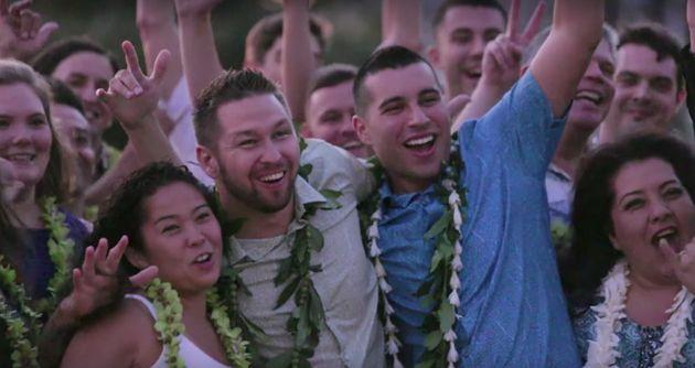ハワイは変わろうとしている。この同性カップルのサプライズ結婚式が教えてくれること