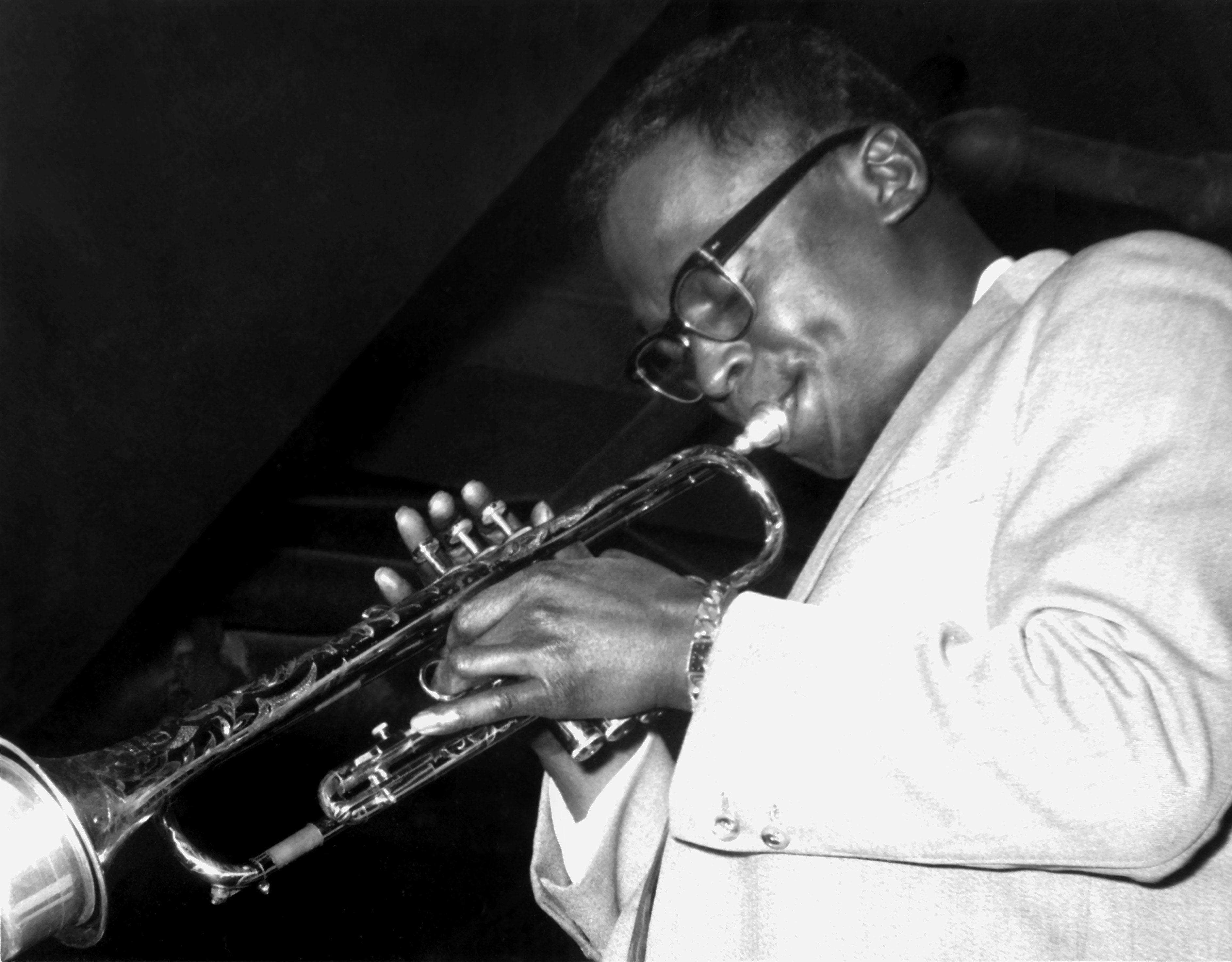American jazz trumpeter Miles Davis performs on stage with the Miles Davis Sextet in 1958 in St. Louis. A recent study among