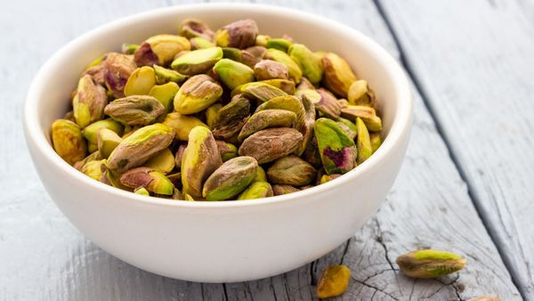 <strong>The Fiber:</strong> 3.2 grams in &frac14; cup <br><br><strong>Try These:</strong> A small handful raw or roasted, a s