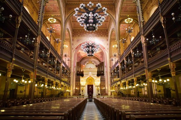 "This synagogue is the ""<a href=""http://www.lonelyplanet.com/hungary/budapest/sights/religious/great-synagogue#ixzz3wPKhxUrV"">"