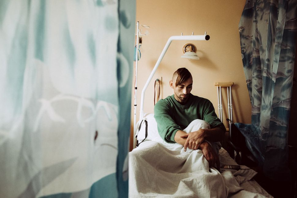 Jenea, a 30-year-old who was injured in the war, rests at&nbsp;Kiev Central Military Hospital.<i><br></i>