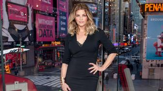 NEW YORK, NY - JANUARY 05:  Kirstie Alley visits 'Extra' at their New York studios at H&M in Times Square on January 5, 2016 in New York City.  (Photo by D Dipasupil/Getty Images for Extra)
