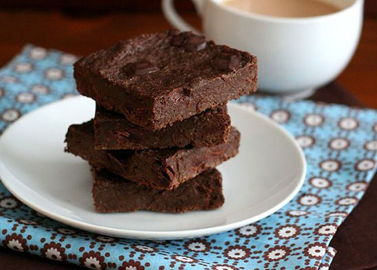 "<strong>Get the <a href=""http://alldayidreamaboutfood.com/2014/02/mocha-chocolate-chunk-chia-seed-brownies-low-carb-and-glute"