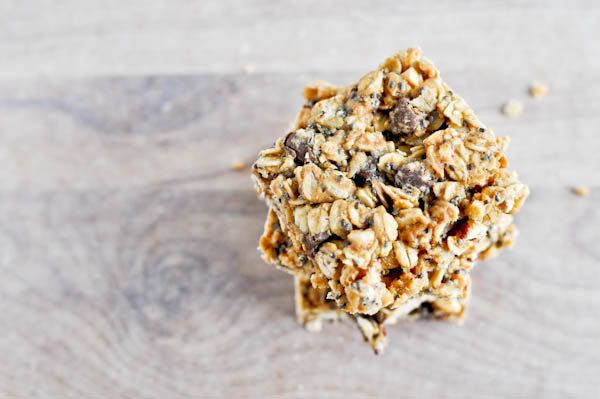 "<strong>Get the <a href=""http://www.howsweeteats.com/2011/01/5-ingredient-peanut-butter-granola-bars/"" target=""_blank"">5 Ingr"