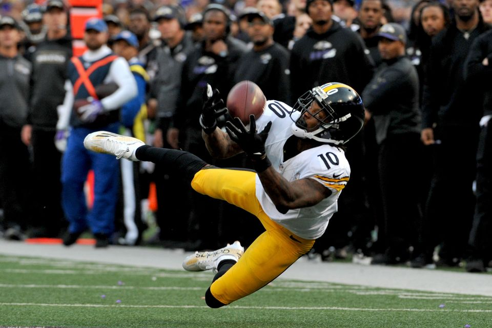 BALTIMORE, MD - DECEMBER 27, 2015: Wide receiver Martavis Bryant #10 of the Pittsburgh Steelers dives to catch a pass during