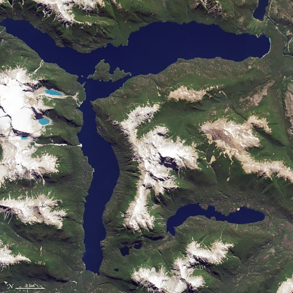 The letter R, as represented by Lago Menendez in Argentina, from a satellite image (January 20, 2015).