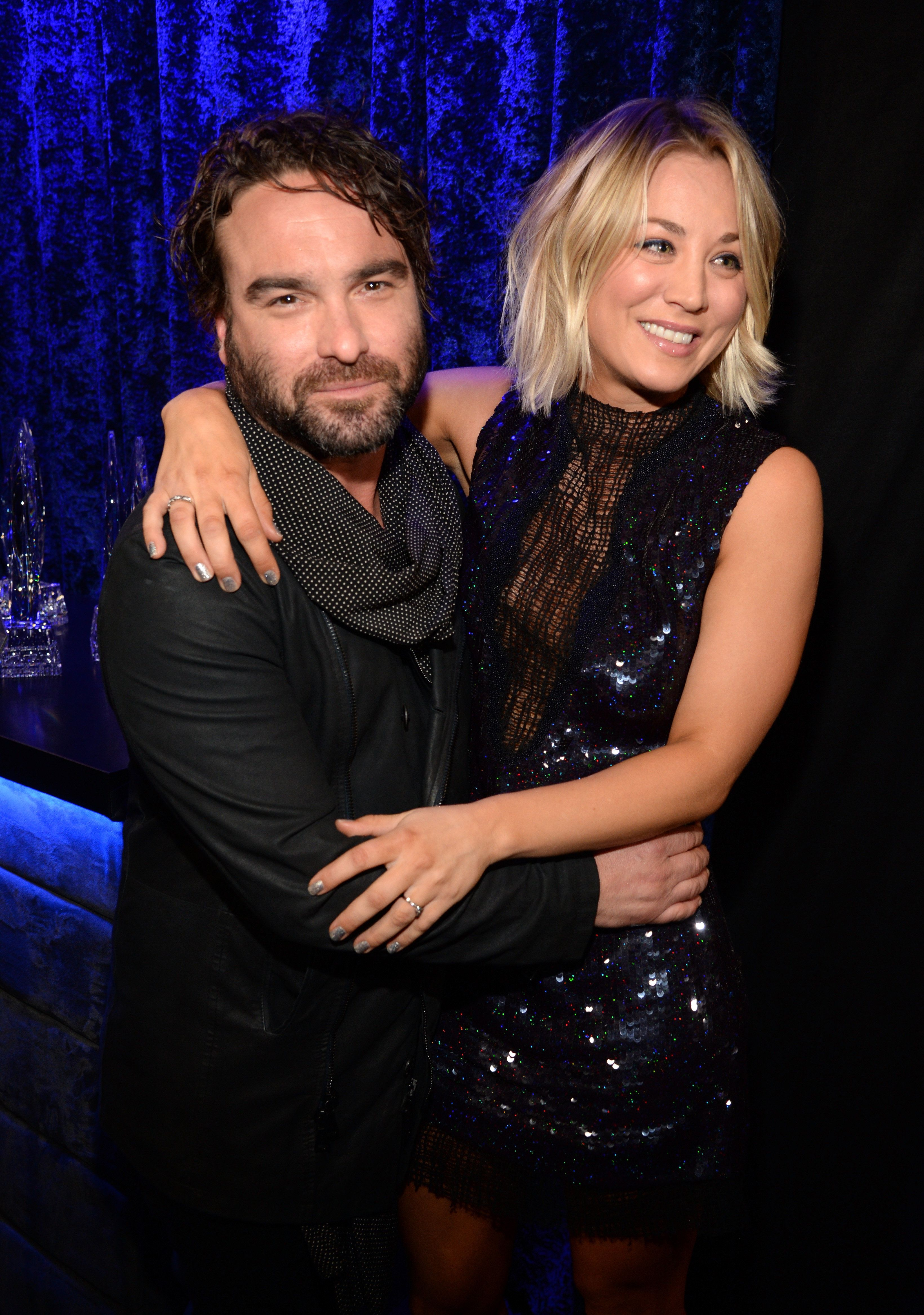 LOS ANGELES, CA - JANUARY 06:  Actors Johnny Galecki (L) and Kaley Cuoco attend the People's Choice Awards 2016 at Microsoft Theater on January 6, 2016 in Los Angeles, California.  (Photo by Kevin Mazur/WireImage)