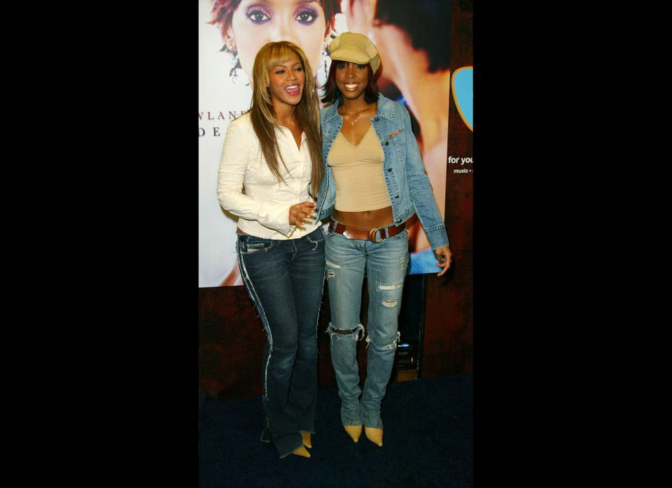 NEW YORK - OCTOBER 25:  Singer Kelly Rowland (R) and Beyonce Knowles attend the CD signing for Rowland's new CD, 'Simply Deep
