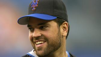 Mike Piazza of the New York Mets during batting practice before game against the Los Angeles Dodgers at Dodger Stadium on Wednesday, April 28, 2004. (Photo by Kirby Lee/WireImage)