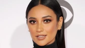 LOS ANGELES, CA - JANUARY 06:  Actress Shay Mitchell arrives at People's Choice Awards 2016 at Microsoft Theater on January 6, 2016 in Los Angeles, California.  (Photo by Jon Kopaloff/FilmMagic)