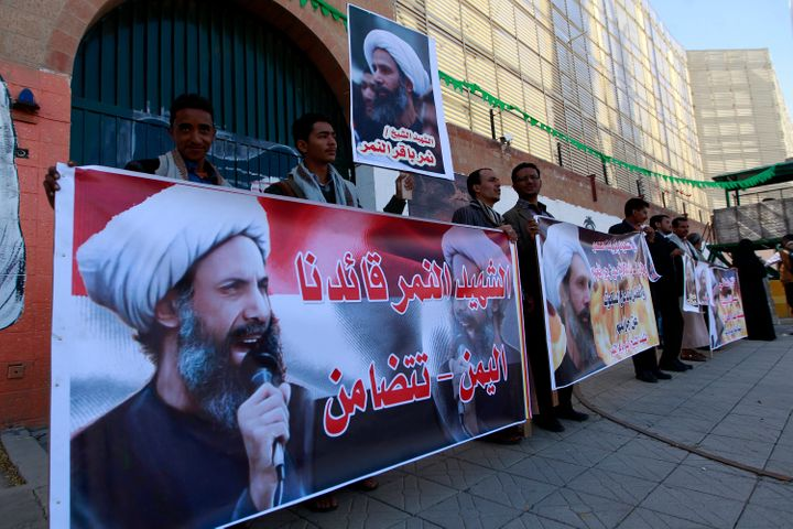 Supporters of Shiite cleric Nimr al-Nimr, who was executed in Saudi Arabia, demonstrate in front of the Saudi Arabian em