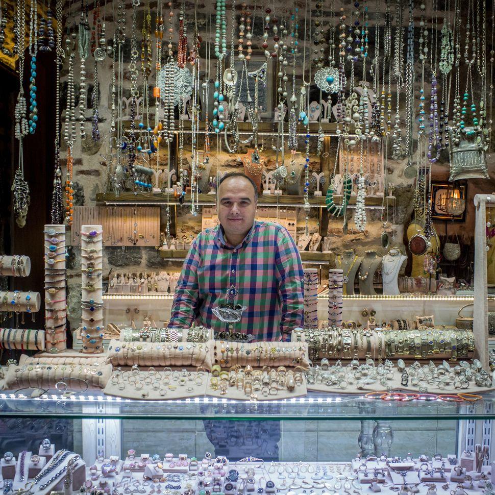 Mehmet Onlu sellssilver jewelry.