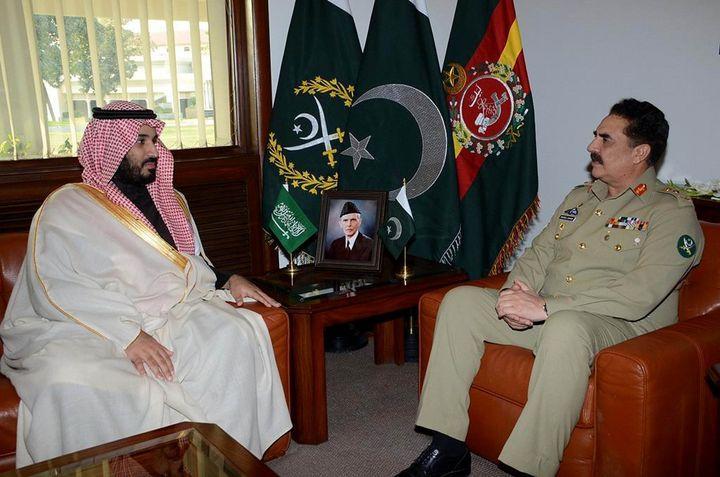 Saudi Arabia's deputy crown prince and defense ministerMohammad bin Salman (L)meets Pakistan's chief of army staf